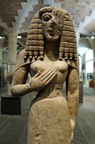 317px-Lady_of_Auxerre_Louvre_Ma3098_n2.jpg