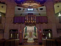 1198px-National_Shrine_of_the_Little_Flower_(Royal_Oak,_MI)_-_tabernacle_&_ambo
