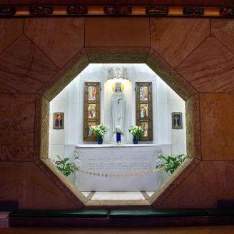 899px-National_Shrine_of_the_Little_Flower_(Royal_Oak,_MI)_-_Queen_of_All_Saints_shrine