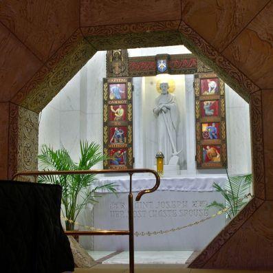899px-National_Shrine_of_the_Little_Flower_(Royal_Oak,_MI)_-_Saint_Joseph_shrine