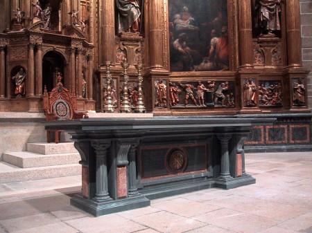 Altar and custom design created by Granda Liturgical Arts