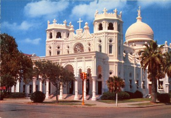 SACRED HEART, GALVESTON, TEXAS (EXTERIOR) — By Galveston News Agency/Colourpicture Publishers (firm) [Public domain], via Wikimedia Commons