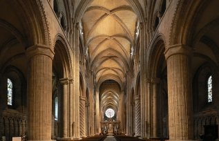 Durham Cathedral, Durham, England - Photo by Oliver-Bonjoch - Own work, CC BY-SA 3.0, https://commons.wikimedia.org/w/index.php?curid=11346138
