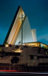 art-and-liturgy-sordo-madalenos-architects-mexico-city-san-josemaria-escriva-exterior-01
