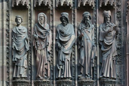 Statues with baldachins from the west facade of Strasbourg Cathedral. Photo by Coyau/Wikimedia Commons, CC BY-SA 3.0, Link